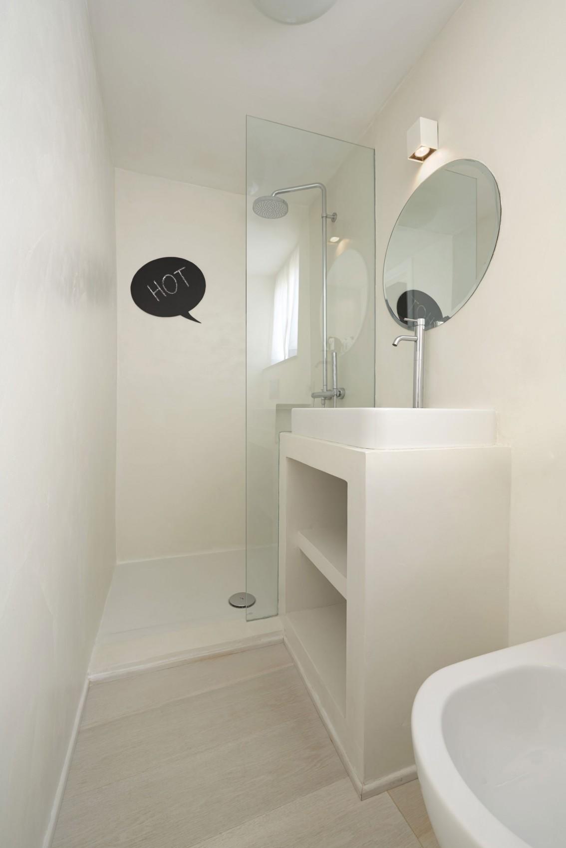 Интерьер маленькой ванной комнаты - фото 9