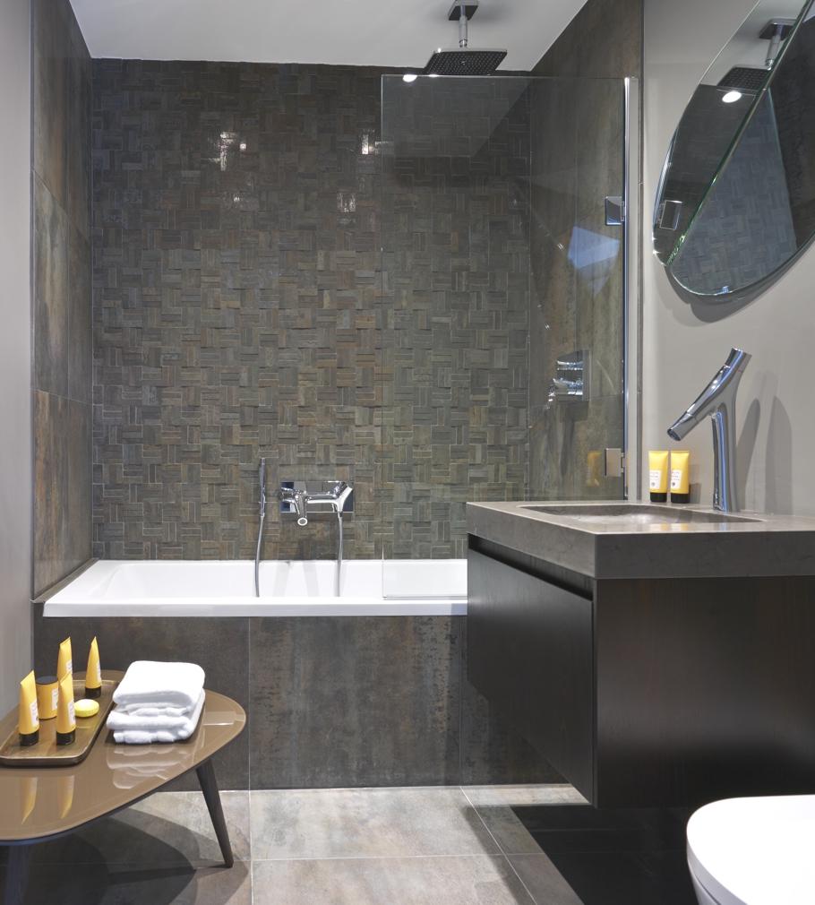 Интерьер маленькой ванной комнаты - фото 11