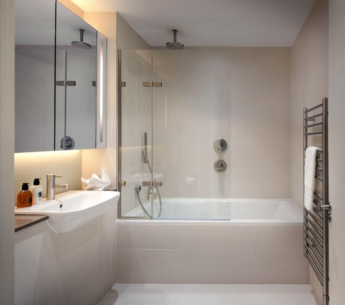 Интерьер маленькой ванной комнаты - фото 14