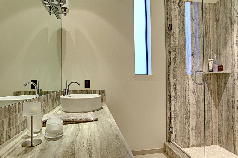 Интерьер маленькой ванной комнаты - фото 16