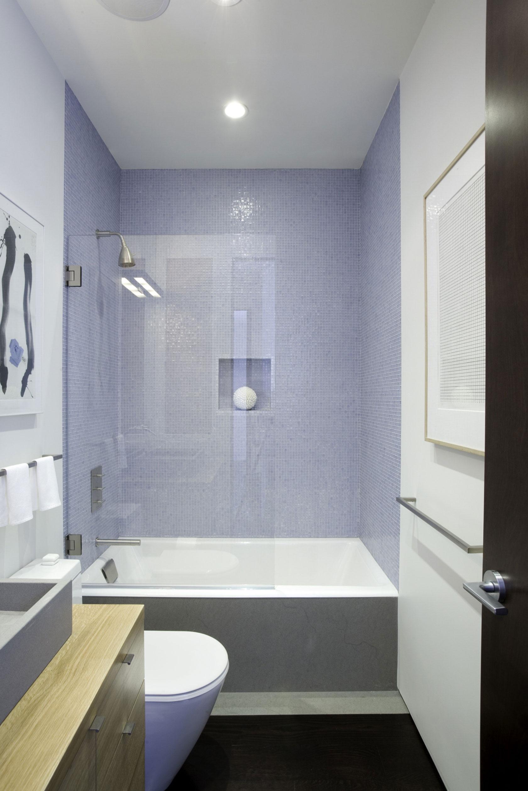 Интерьер маленькой ванной комнаты - фото 18