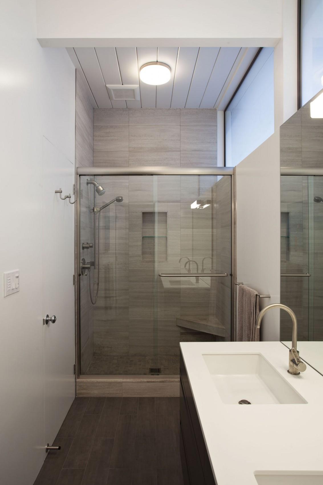 Интерьер маленькой ванной комнаты - фото 20
