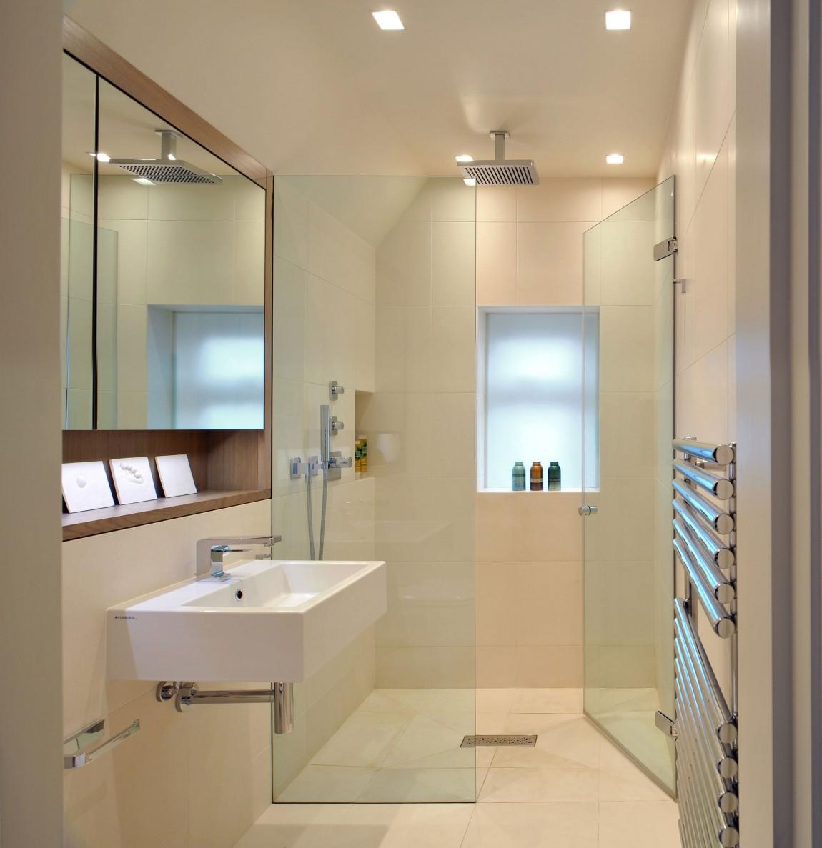 Интерьер маленькой ванной комнаты - фото 24