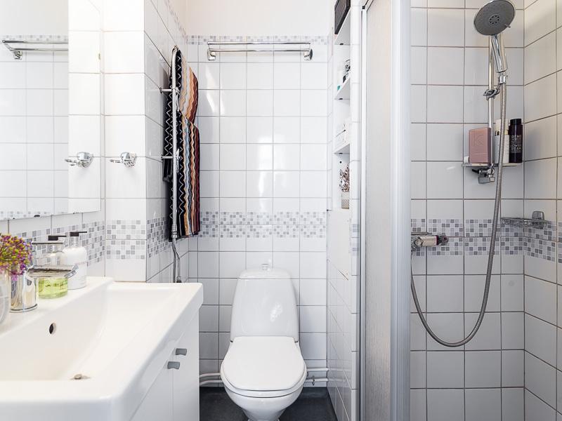 Интерьер маленькой ванной комнаты - фото 27