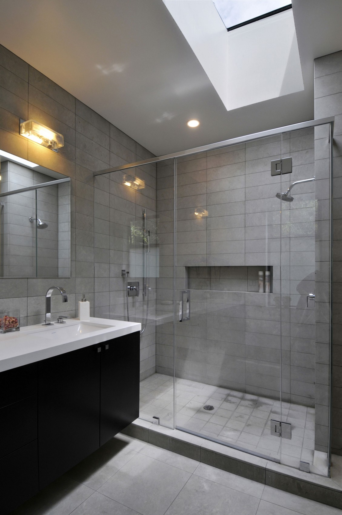 Интерьер маленькой ванной комнаты - фото 30
