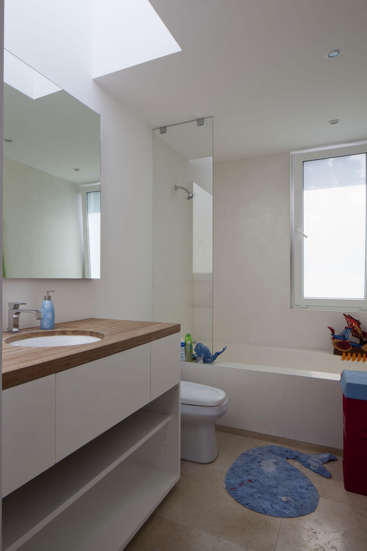 Интерьер маленькой ванной комнаты - фото 32