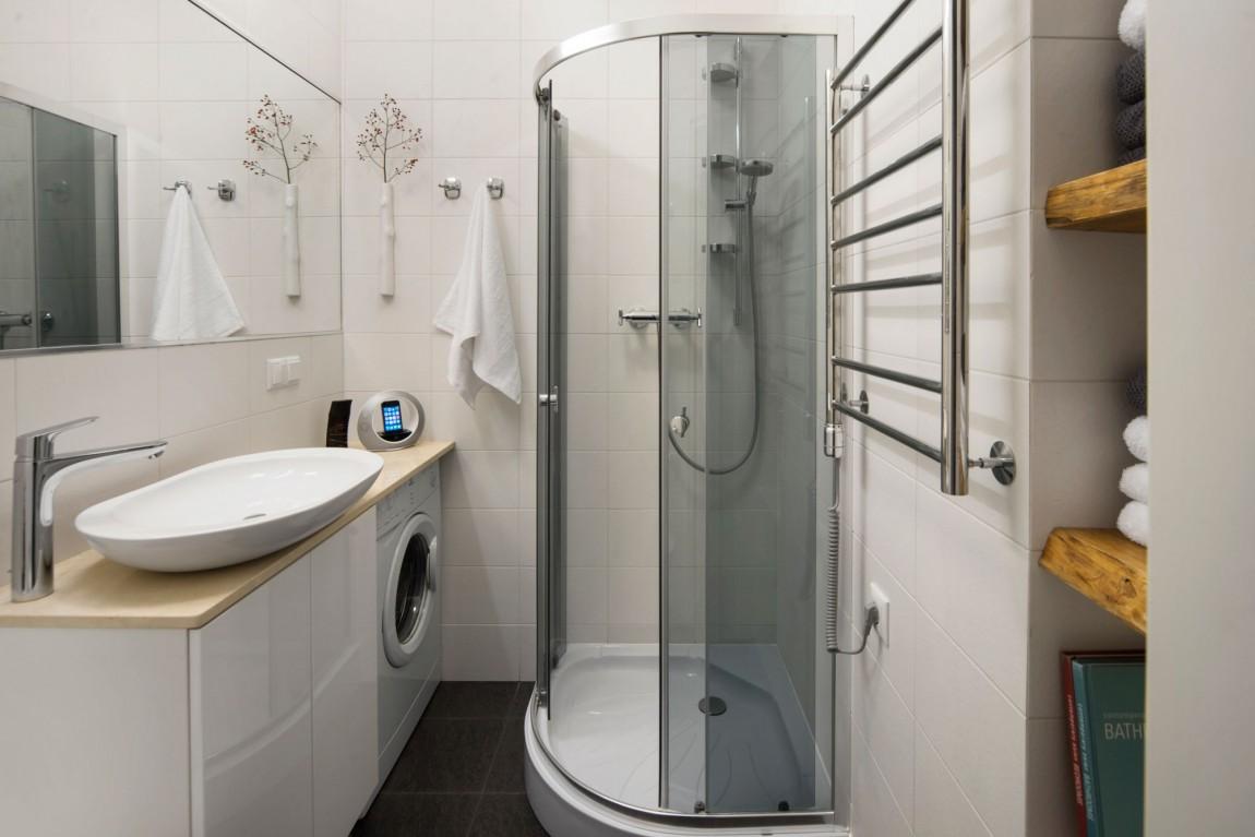 Интерьер маленькой ванной комнаты - фото 33