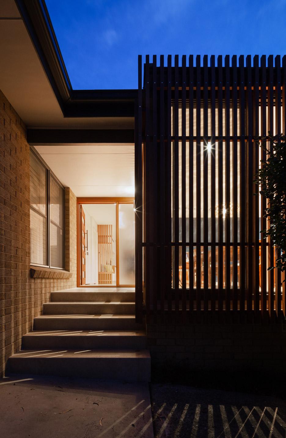 Входная дверь небольшого дома от Escu