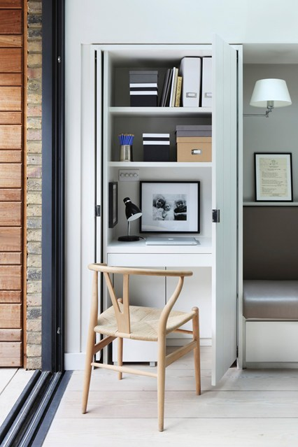Спрятанный кабинет в шкафу