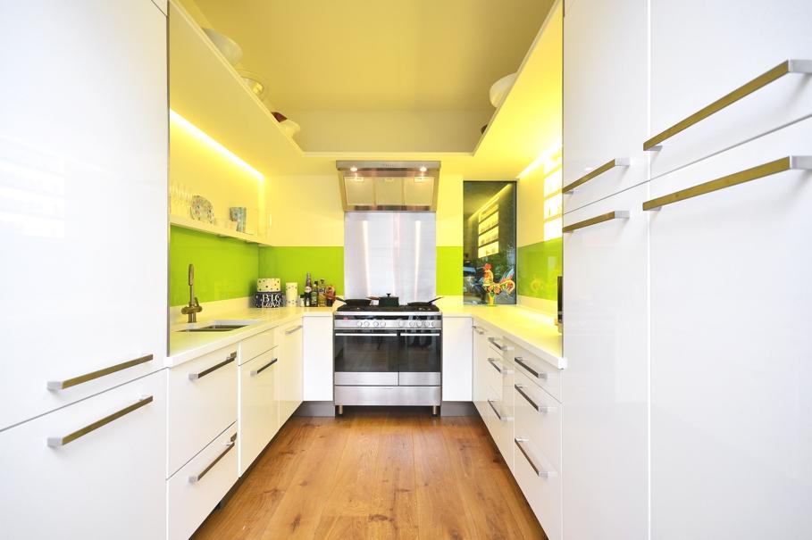 Дизайнерский интерьер небольшой кухни