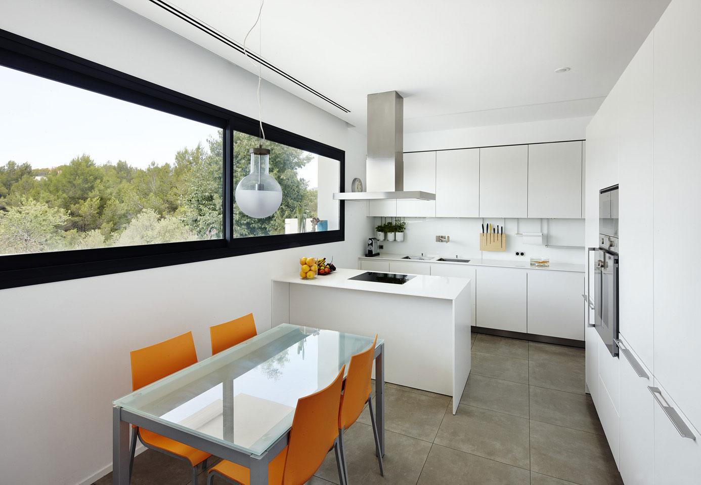 Дизайнерский интерьер небольшой кухни - фото 2