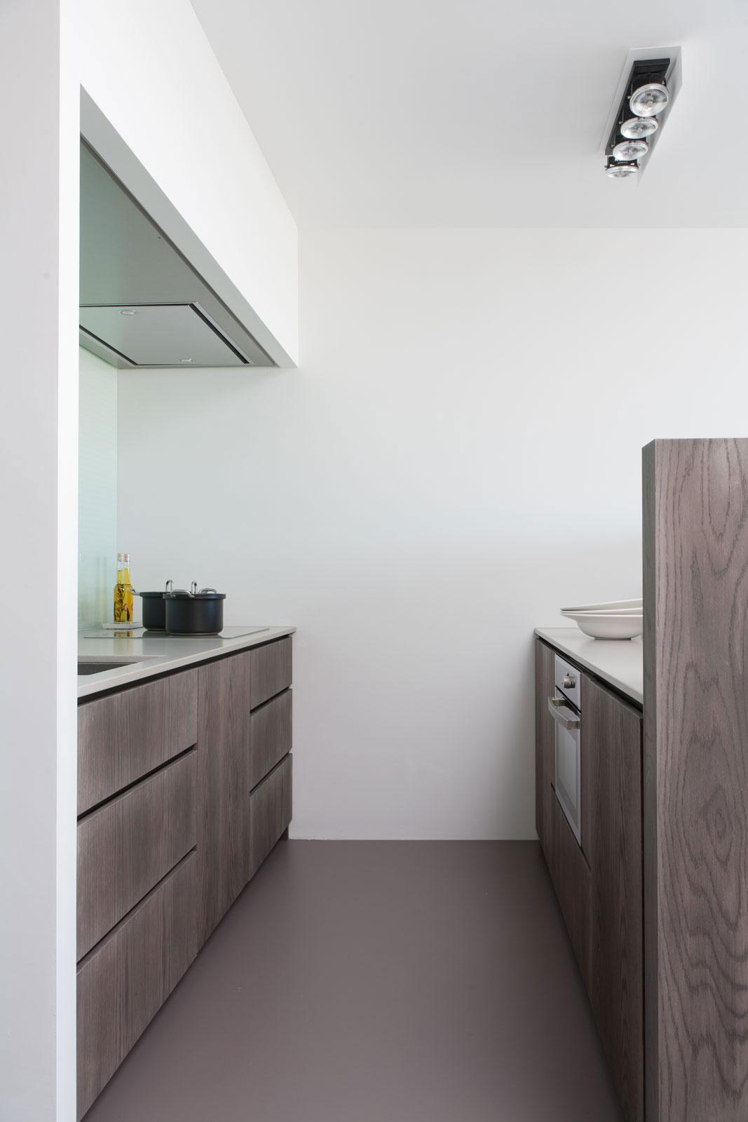 Дизайнерский интерьер небольшой кухни - фото 5