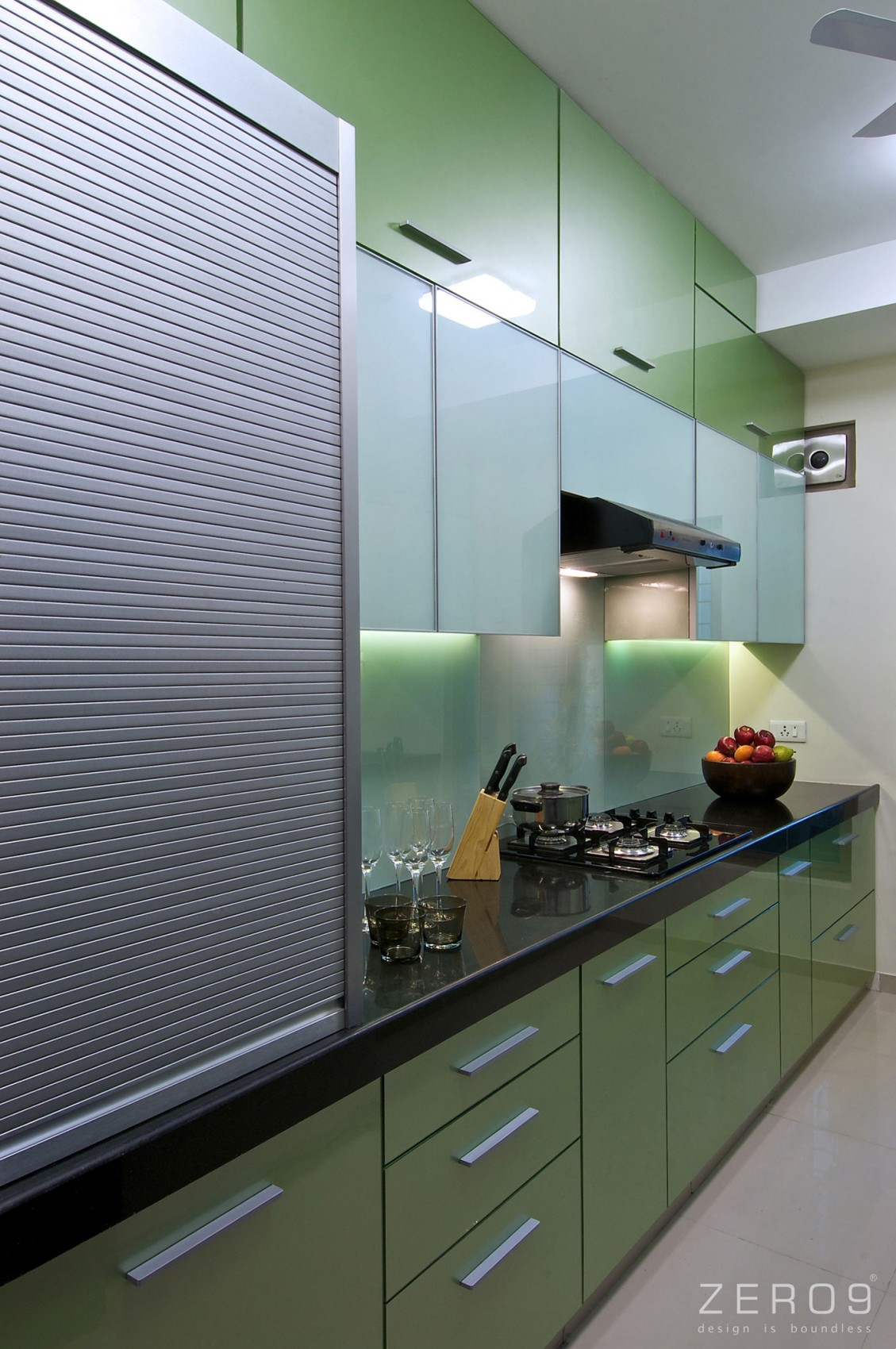 Дизайнерский интерьер небольшой кухни - фото 7