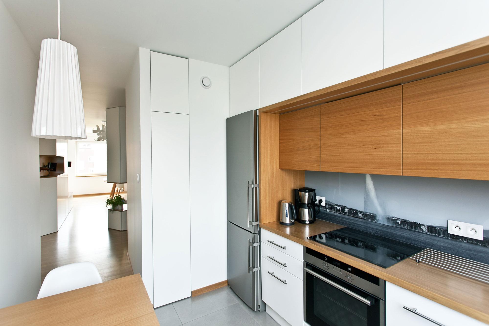 Дизайнерский интерьер небольшой кухни - фото 11