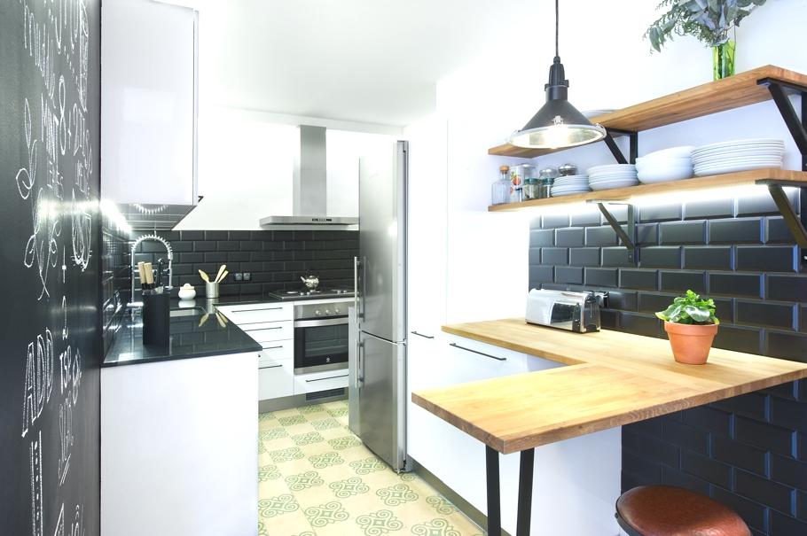 Дизайнерский интерьер небольшой кухни - фото 12