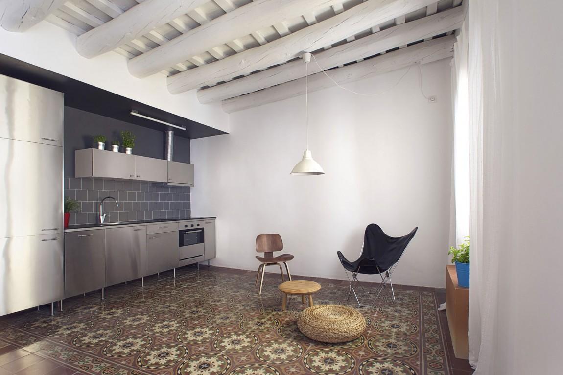 Дизайнерский интерьер небольшой кухни - фото 14
