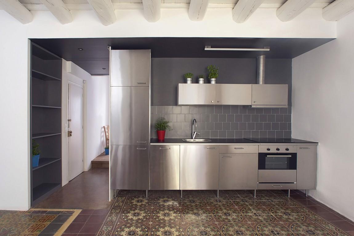 Дизайнерский интерьер небольшой кухни - фото 15