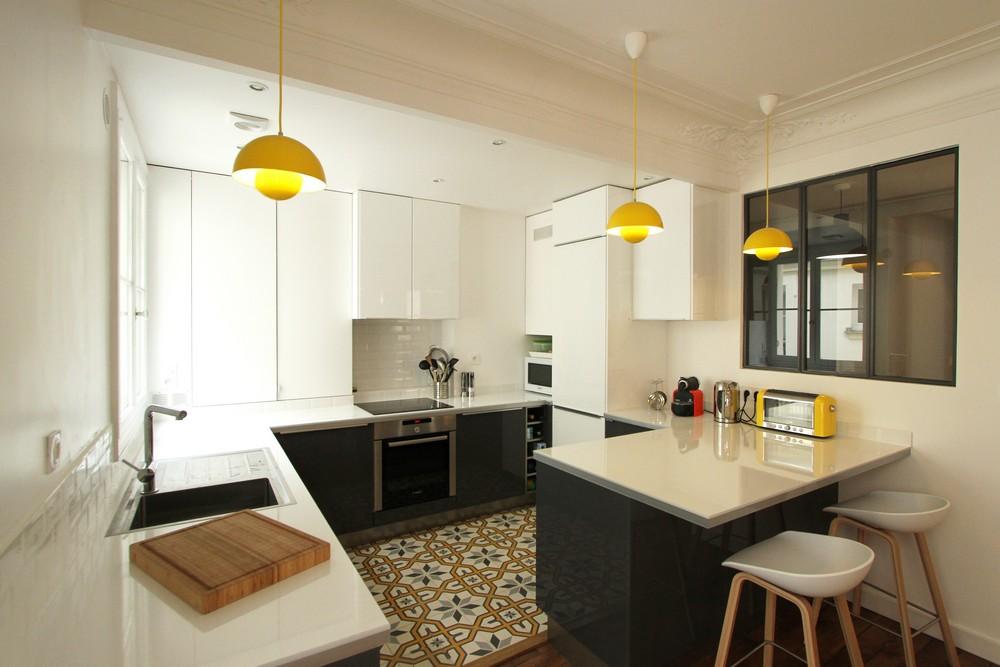 Дизайнерский интерьер небольшой кухни - фото 16