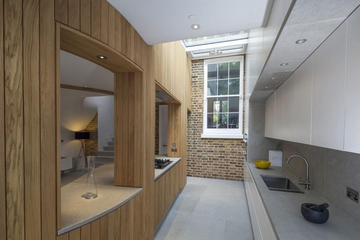 Дизайнерский интерьер небольшой кухни - фото 21