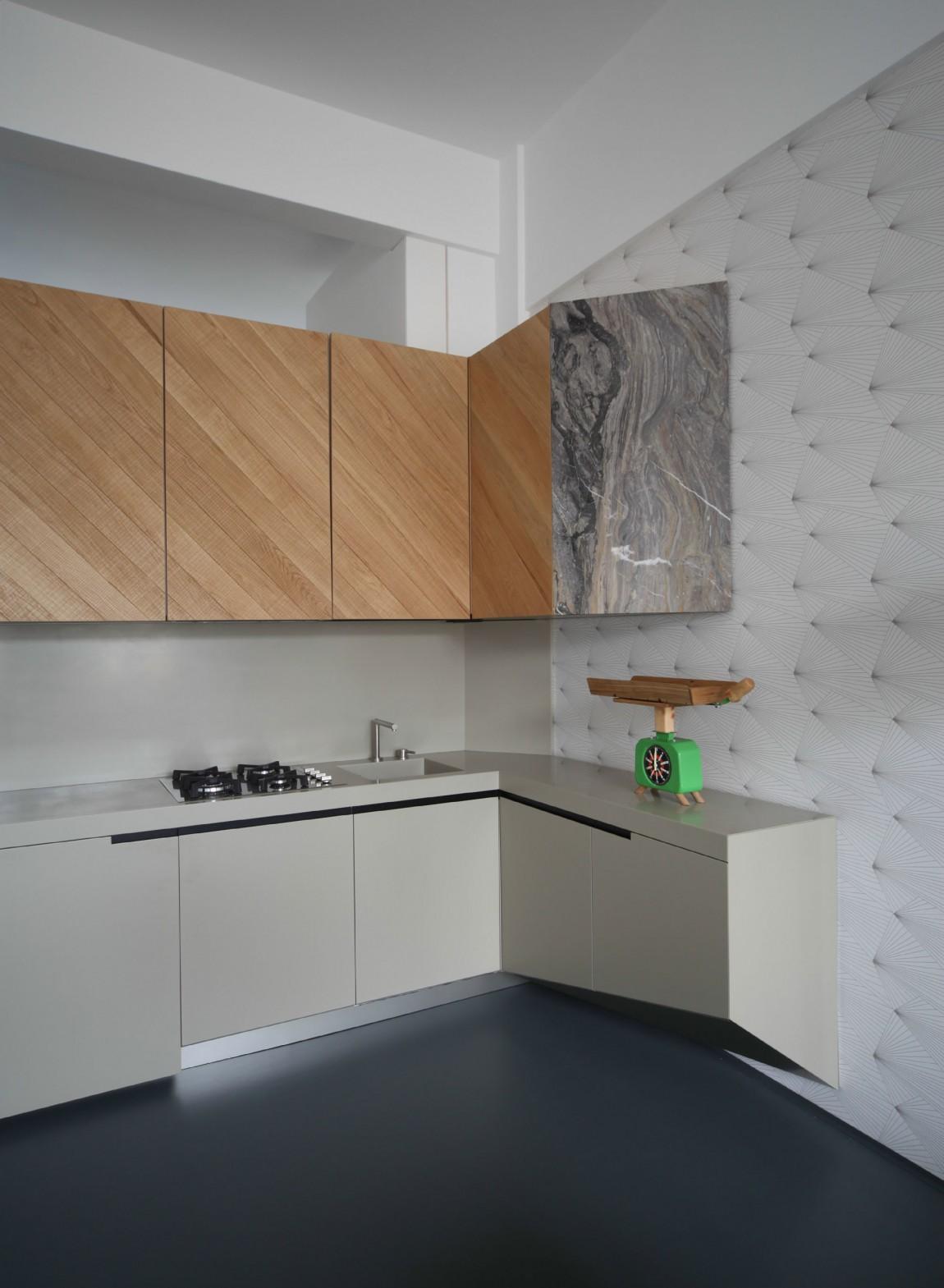 Дизайнерский интерьер небольшой кухни - фото 22