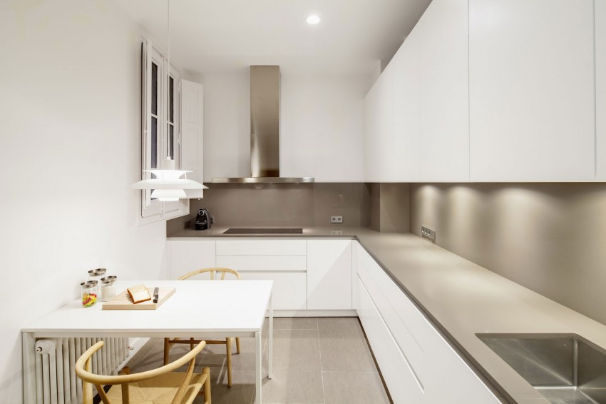 Дизайнерский интерьер небольшой кухни - фото 24