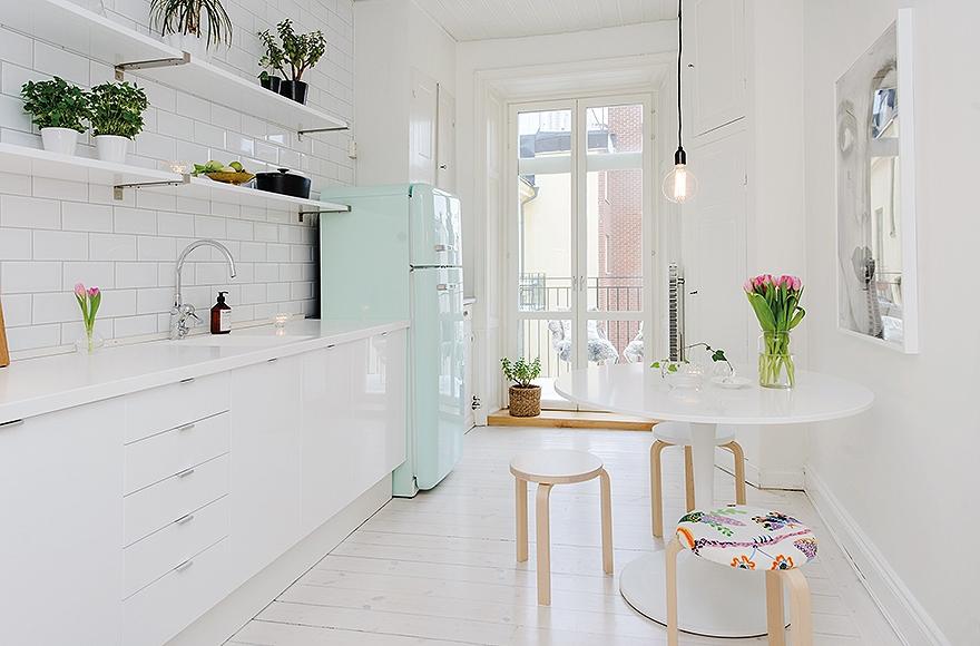 Дизайнерский интерьер небольшой кухни - фото 27
