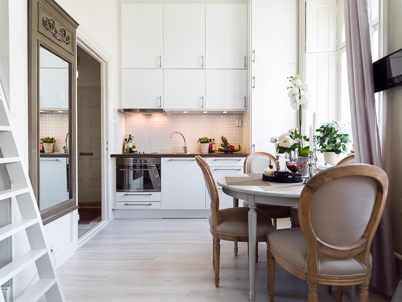 Дизайнерский интерьер небольшой кухни - фото 28