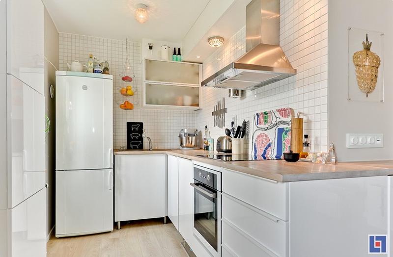 Дизайнерский интерьер небольшой кухни - фото 48