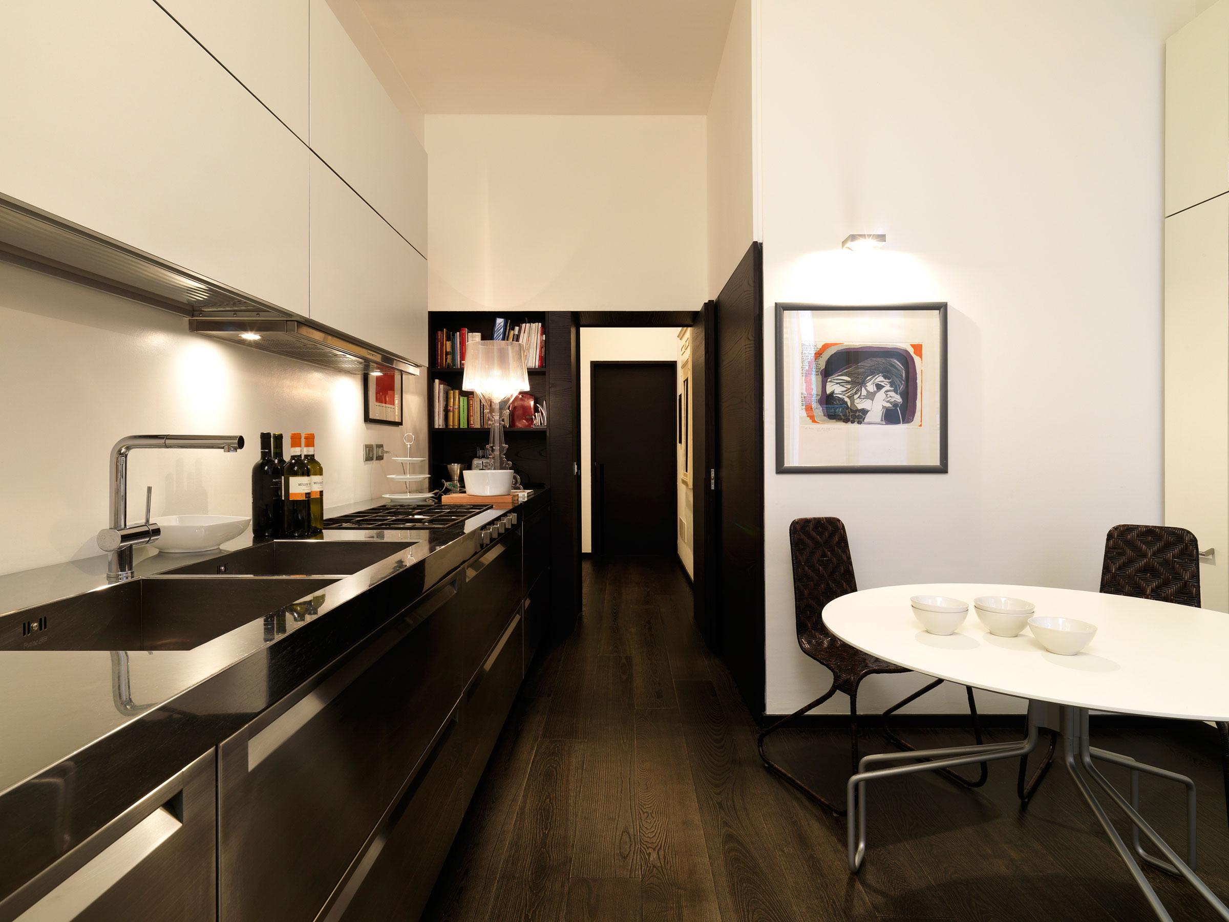 Дизайнерский интерьер небольшой кухни - фото 49