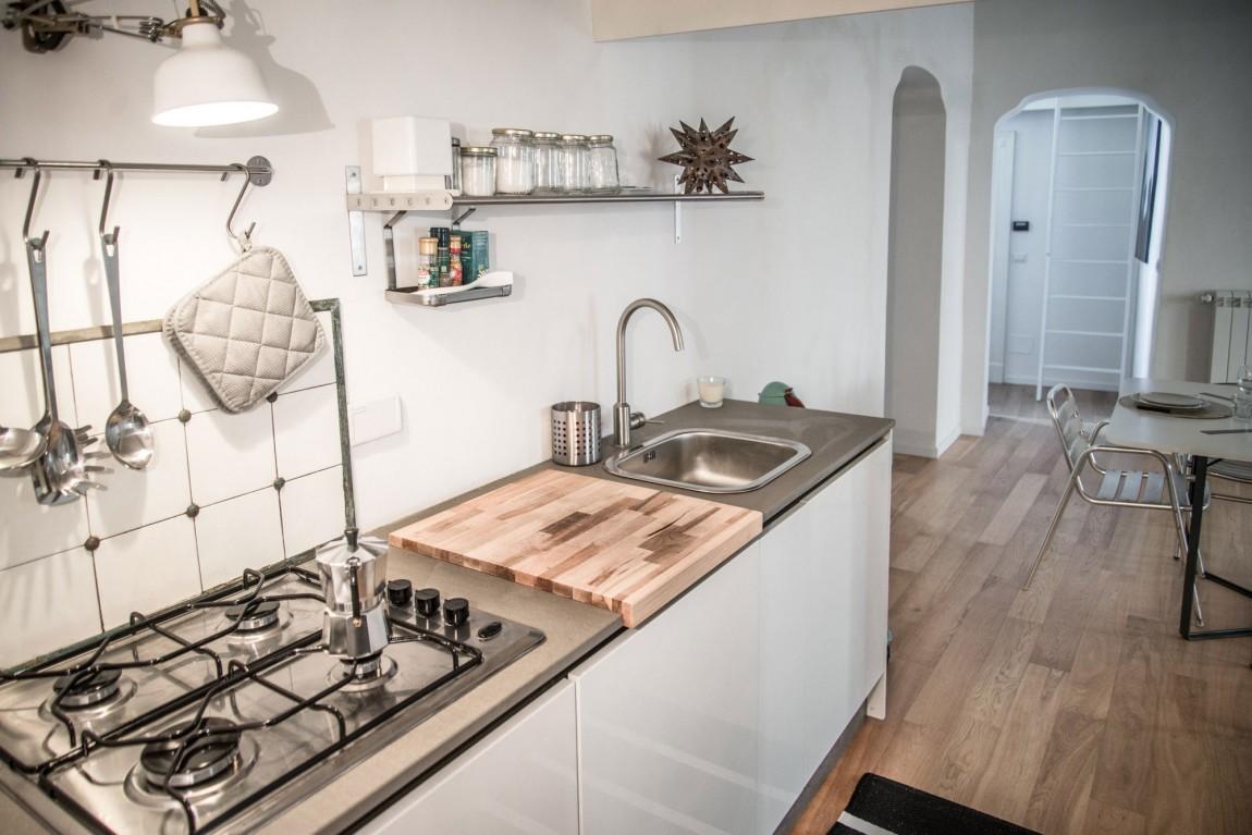 Дизайнерский интерьер небольшой кухни - фото 50