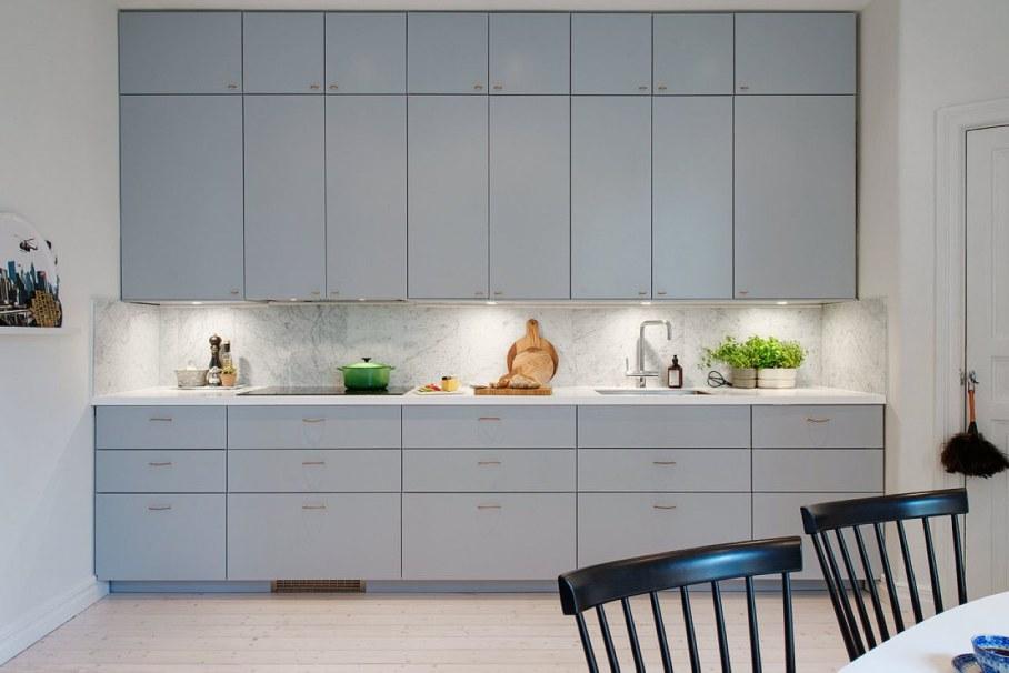 Высокие антерсоли в интерьере небольшой кухни