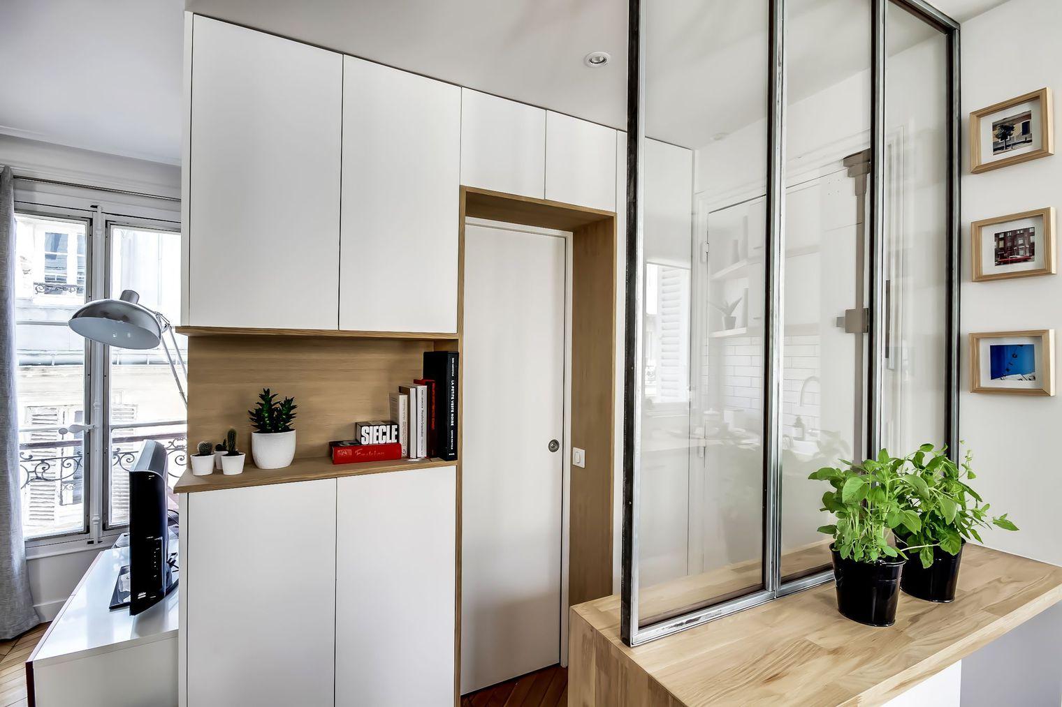 Стеклянная перегородка в интерьере небольшой квартиры