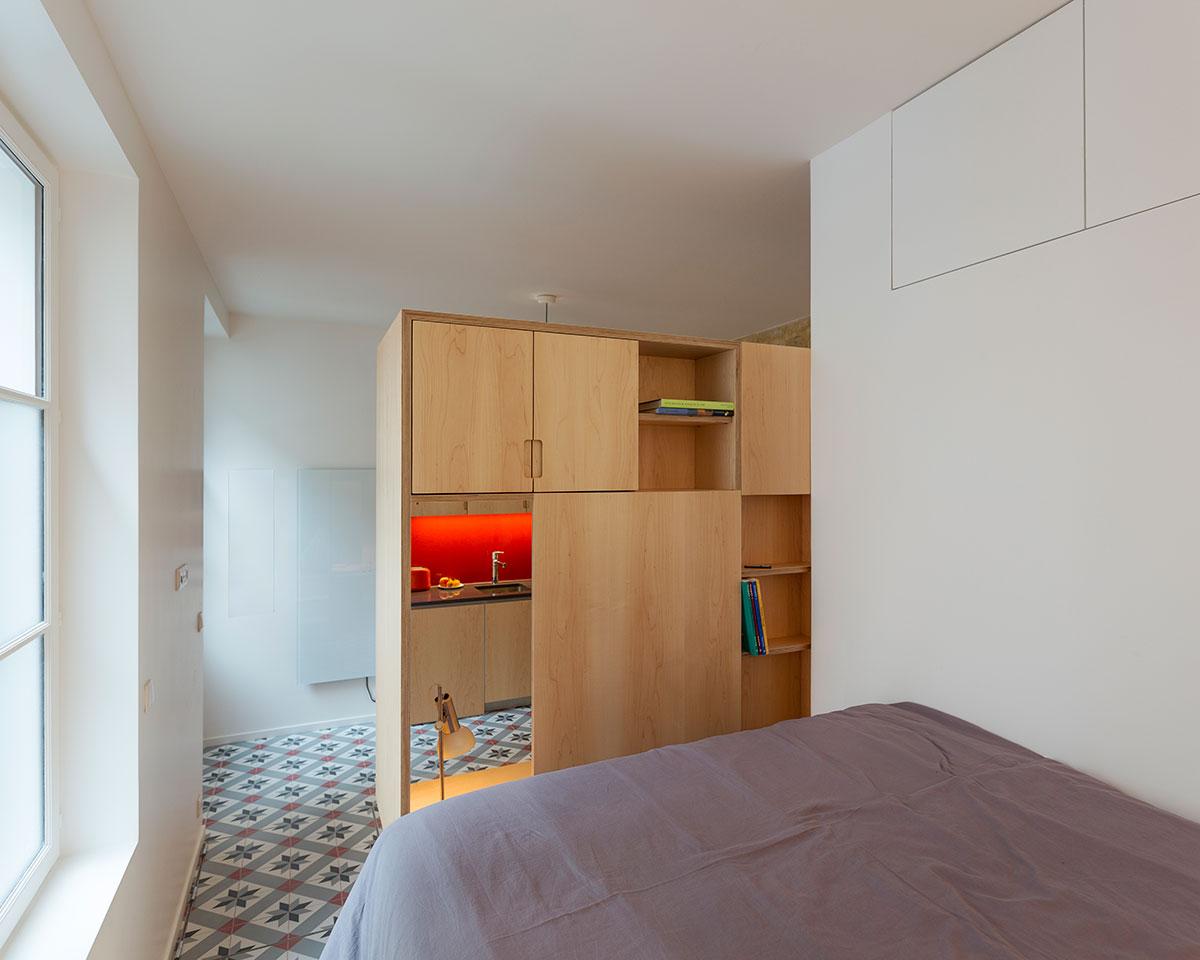 Светлая спальня в маленькой квартире