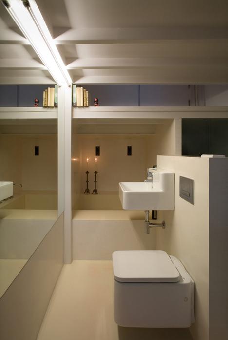 Интерьер ванной в очень маленькой квартире