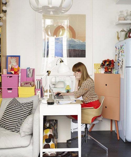 Рабочее место в интерьере очень маленькой квартиры