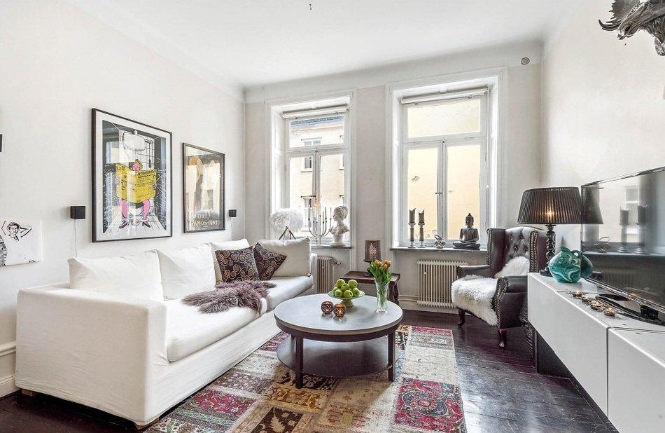 Гостиная однокомнатной квартиры в Швеции