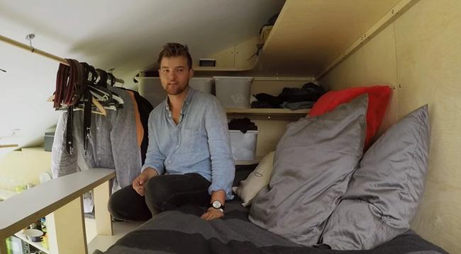 Маленькая спальня под потолком