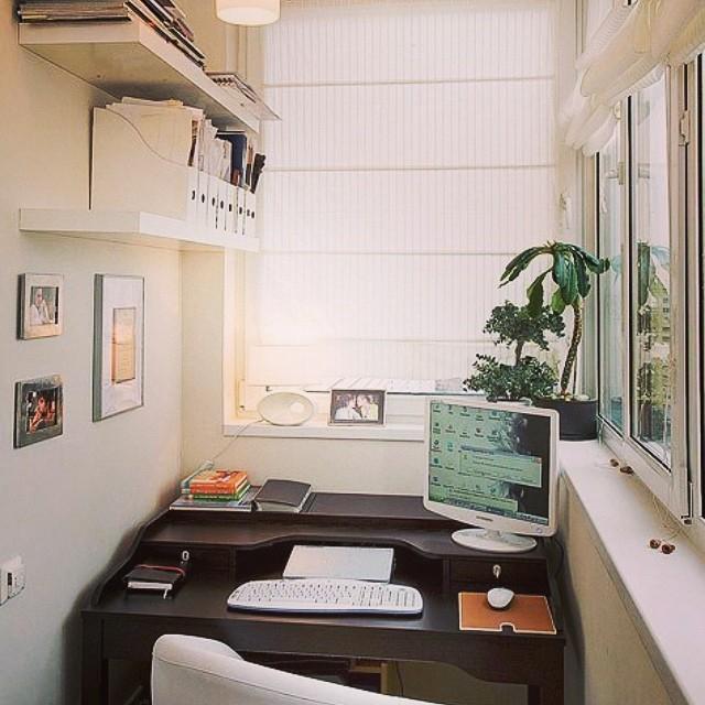Кабинет маленькой квартиры-студии