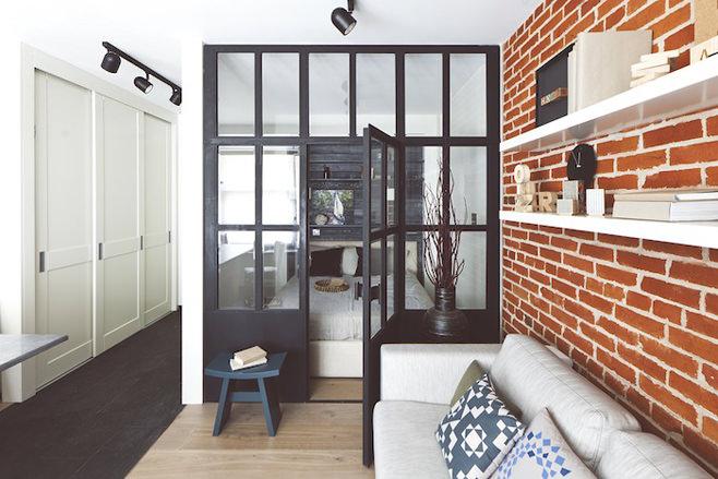 Маленькая спальня за стеклом