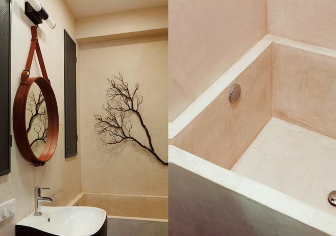 Сухая ветка на стене в ванной