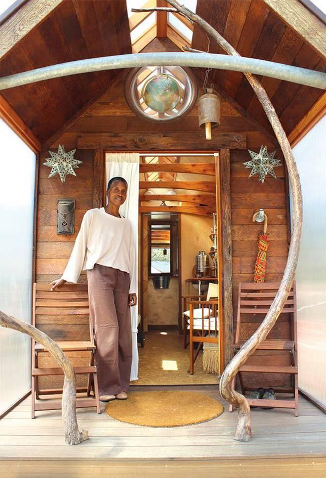 Как построить дом на колёсах своими руками: проект Доминик Муди - вход в дом