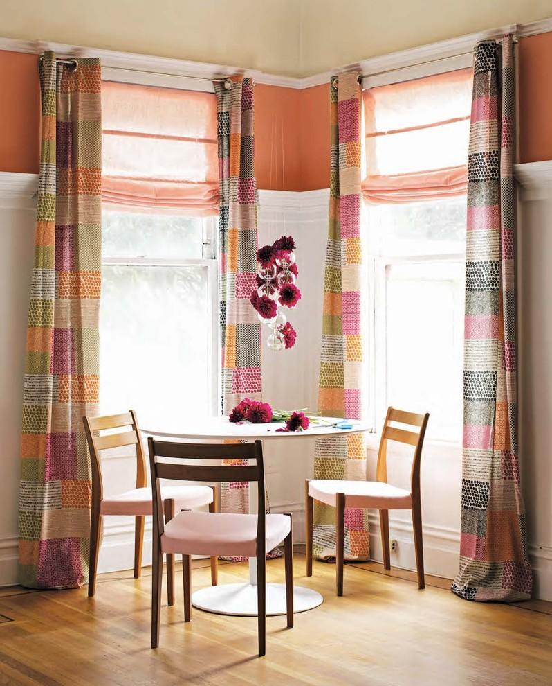 Яркие шторы в столовой