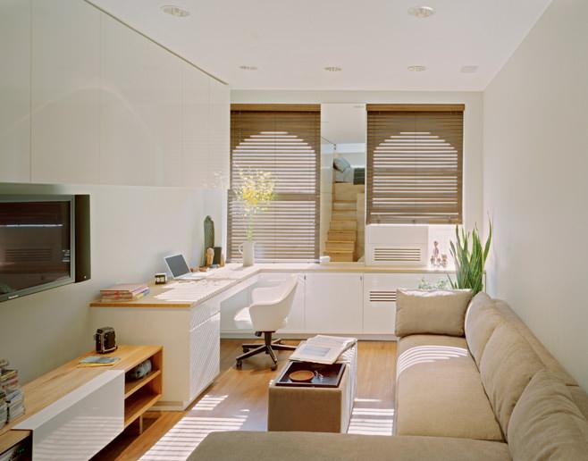 Интерьер прямоугольной квартиры с одним окном