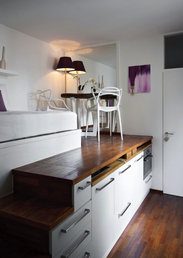 Как спрятать кухню под спальней