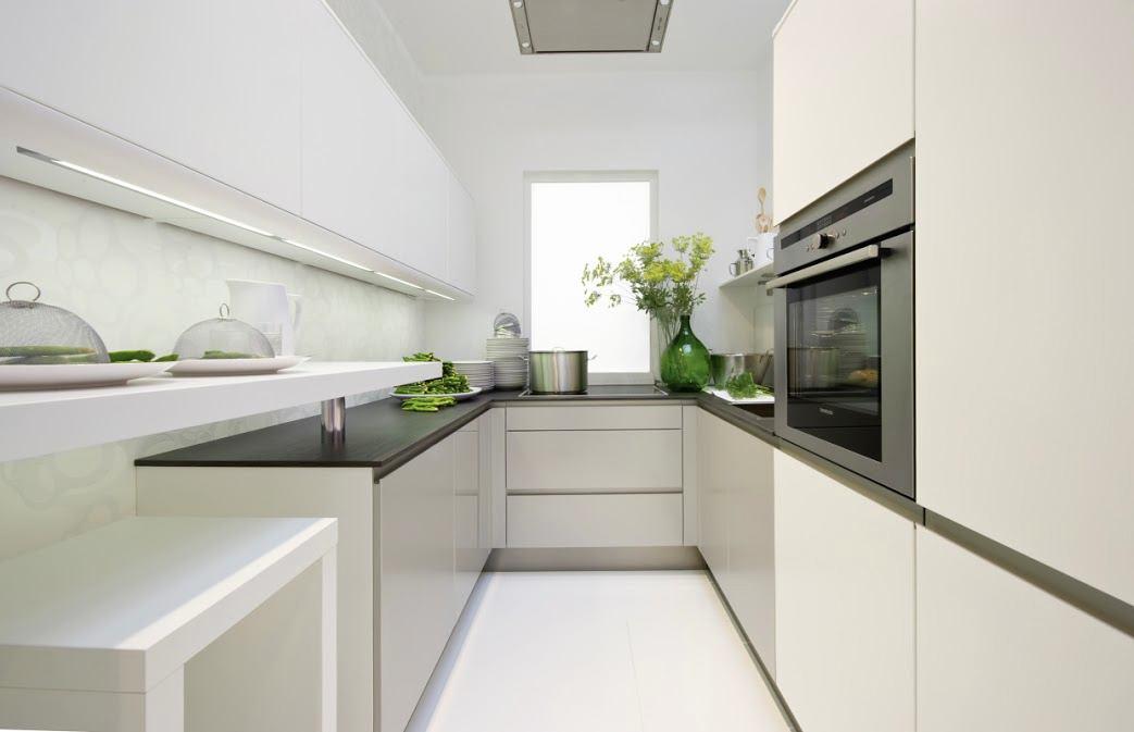 Узкая кухня в белом цвете