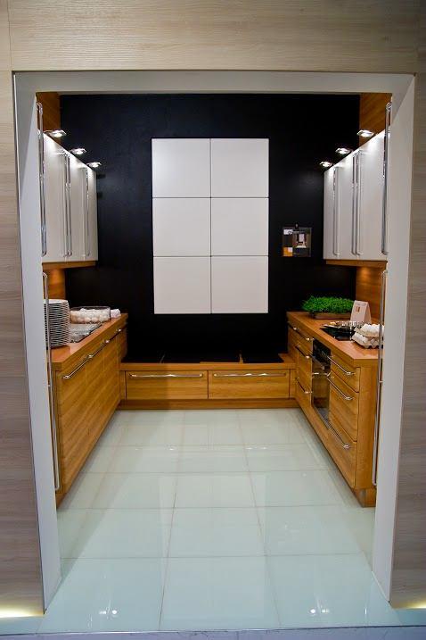 Кухонный стеллаж с дверью-роллетой