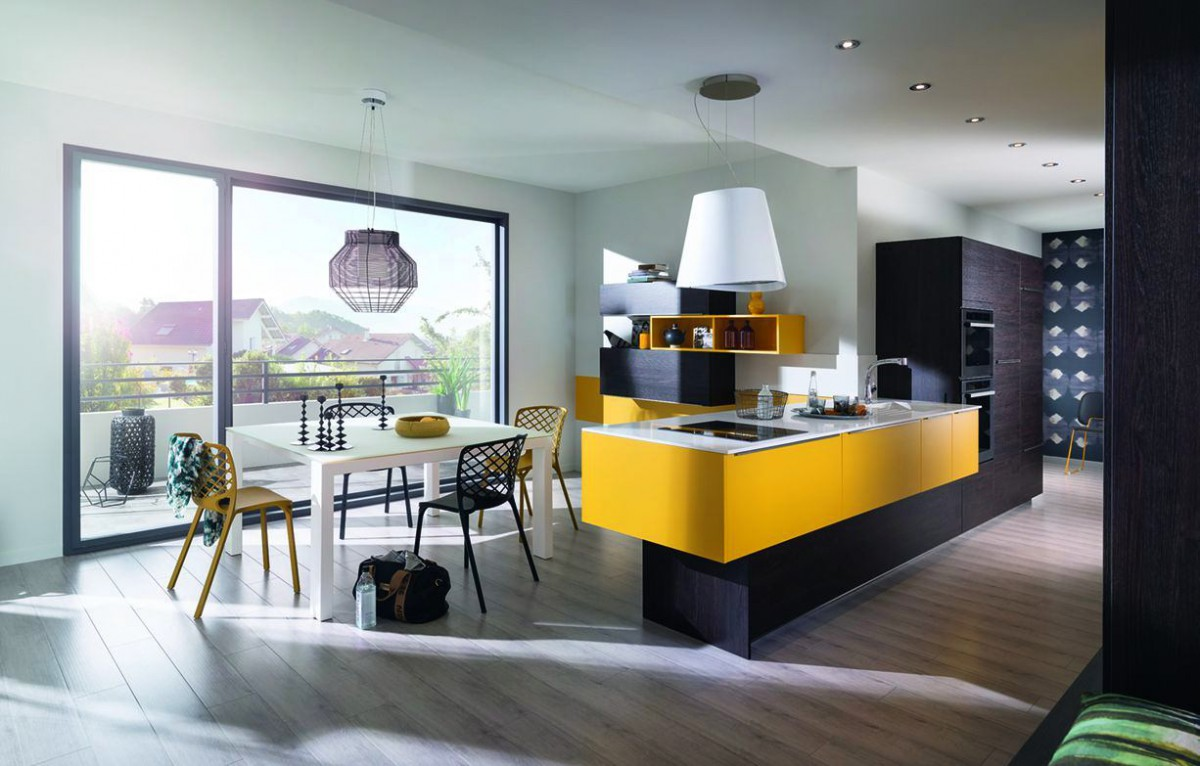 Стильная кухня с жёлтыми акцентами