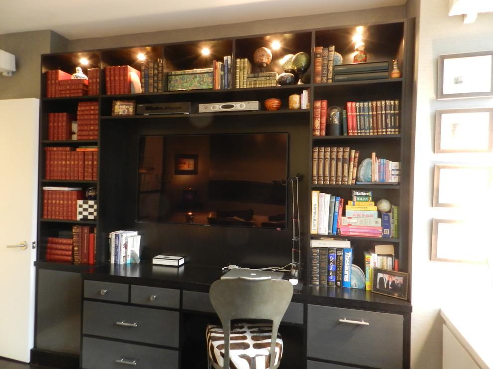 Кабинет в спальне холостяцкой квартиры на Манхэттене