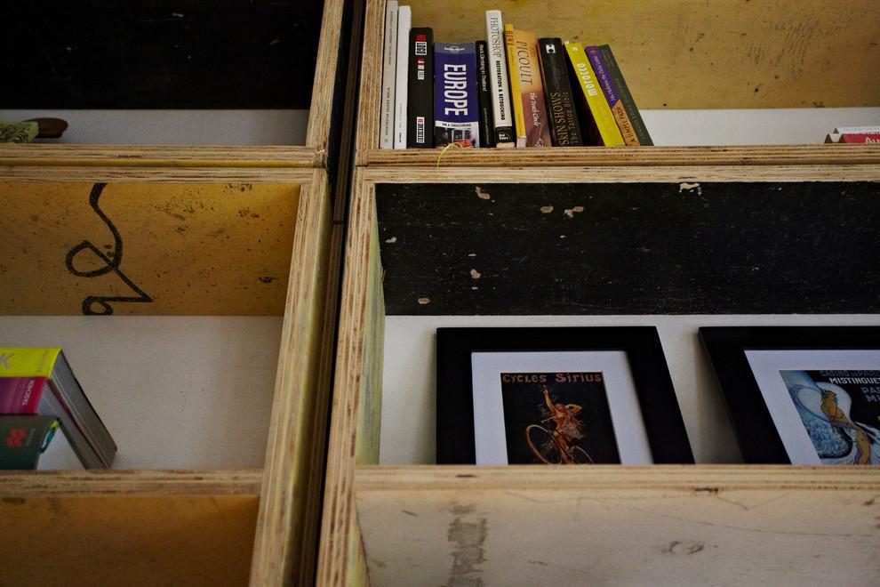 Деревянные полки для книг