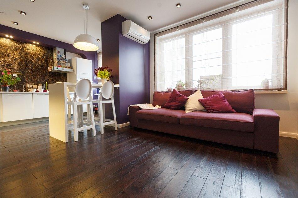 Яркие цвета в оформлении квартиры-студии